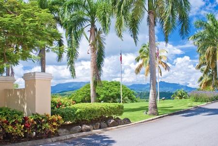 bandera de puerto rico: entrada y los jardines de el conquistadore Resort Hotel, de Puerto Rico