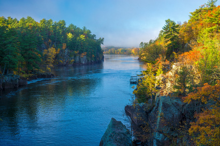 clearing morning fog on the st. croix river in interstate state park, minnesota, autumn. Imagens