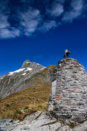 founders: Monument to the founders of the Milford Track high on the Milford Pass, New Zealand Stock Photo