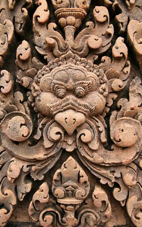 hindues: Hindúes antiguos que tallan en la corte de Angkor. Angkor Wat.