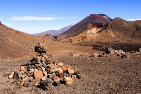 Rocky Tongariro crossing leading to Mt Doom, Ngauruhoe, New Zealand Stock Photo