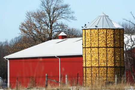 Old Corn Crib by Red Barn Stock Photo - 3986488
