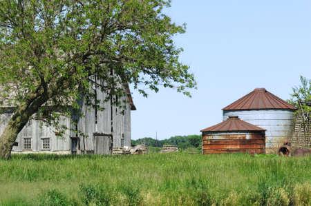 Weathered Barn and Rusty Grain Bins Stock Photo - 5624655