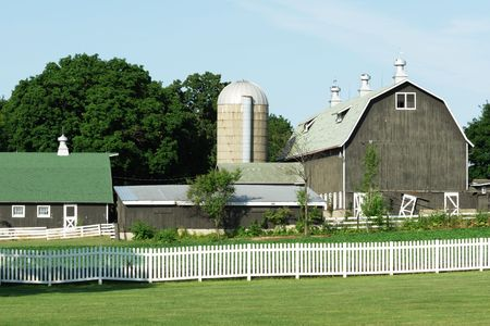 Gray Barn and Silo Stock Photo - 6198979
