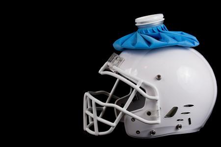 미식 축구 흰색 헬멧 아이스 팩, 나쁜 계절 또는 상처 선수.