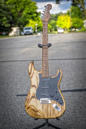 일렉트릭 기타, 거리를 쐈다, 천연 나무 기타, 월넛 목.