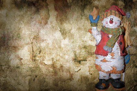 크리스마스 눈사람, 장갑, 눈 부츠, 그리고 갈색 추상적 인 배경에 장식. 여기에 글을 씁니다. 스톡 콘텐츠