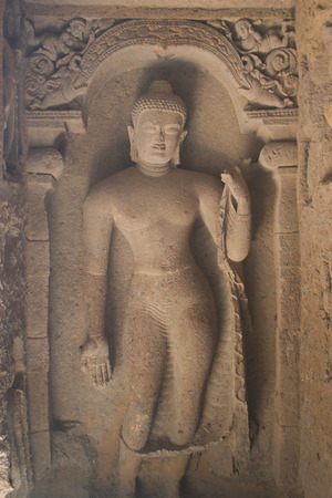 hindues: Stone carving of gods on Elephanta island Mumbai Bomay Inida
