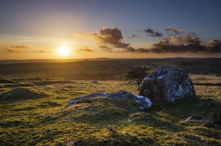A beautiful golden sunset spills its golden light over the moor  ,as seen from Caradon Hill, Cornwall, UK Banco de Imagens - 33722718