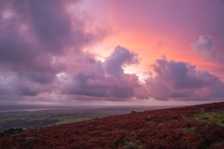 Pink purple orange sunrise at Caradon Hill, Cornwall, UK Banco de Imagens - 33898284