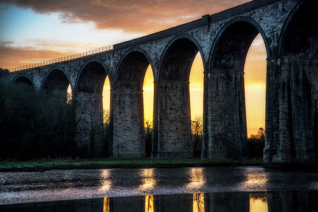 Sunrise on the river lynher with beautiful sky and the viaduct with reflections at st germans, cornwall, uk Banco de Imagens