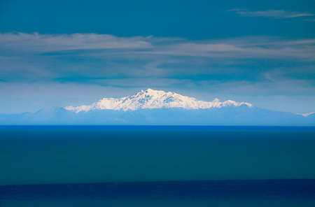 Snow caped mountain peaks in the Southern Alps viewed from the tip of the North Island  at Ngawi Stok Fotoğraf