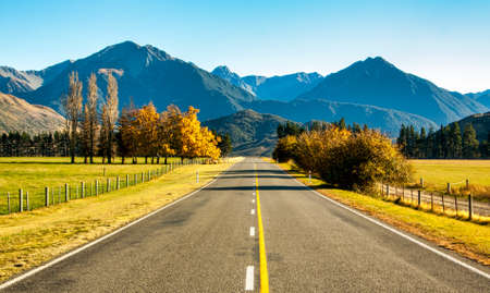 Highway through the Castle Hill area heading  towards the Southern Alps of New Zealand Stock fotó