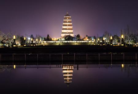 Reflection of the giant wild goose pagoda of Xi'An, China Banco de Imagens