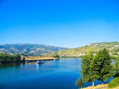 Douro river in Peso da Regua, Portugal Imagens