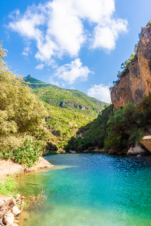 Clear water river of Akchour, morocco Imagens - 115671321