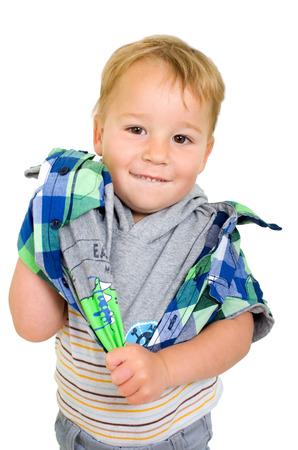 Kleinkind setzt auf einem T-Shirt und lächelt in die Kamera Standard-Bild - 25269216