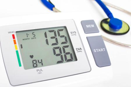Blutdruckmessgerät mit Manschette und Stethoskop Standard-Bild - 25291754