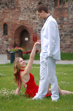 Verliebtes junges Paar in Ballkleidung  Enamoured young couple in ball dress