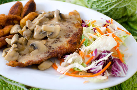 creamed: cutlet with creamed button mushrooms, raw vegetable salad and croquettes