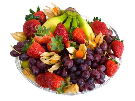 Obstteller mit Physalis, Bananen, Trauben und Erdbeeren Standard-Bild - 29426385