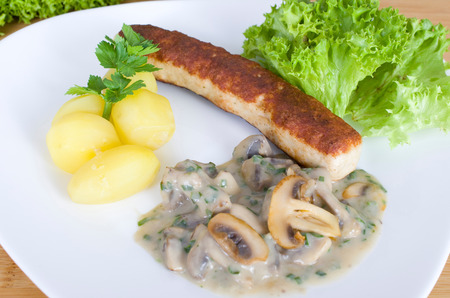 creamed: Bratwurst without bowel of triplets with creamed mushrooms