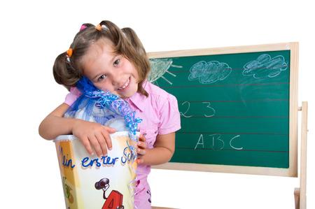 Kleines Mädchen mit einer Tüte für die Einschreibung Standard-Bild - 34174971
