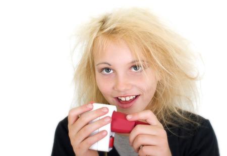 descarga electrica: chica joven consigue una descarga el�ctrica Foto de archivo