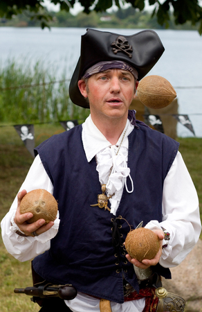 entertainer: Juggling entertainer as a pirate at