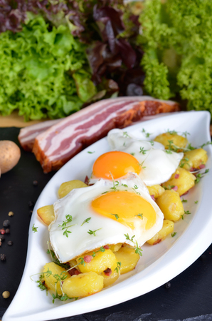 fried potatoes: Farmers breakfast, fried eggs with fried potatoes, onions and bacon
