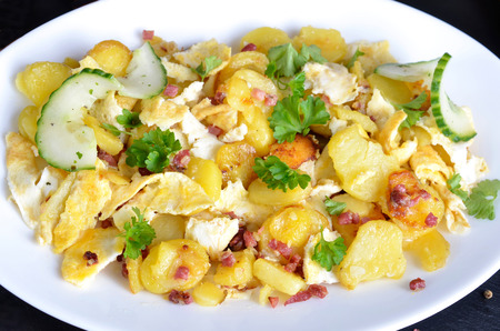 foodstuff: Farmers breakfast, scrambled eggs with fried potatoes, onions and bacon