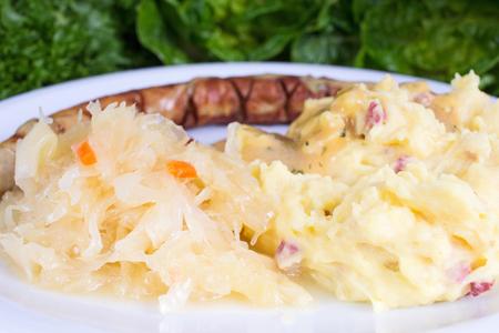 pure de papa: salchichas de Turingia con sourcrout y puré de patatas