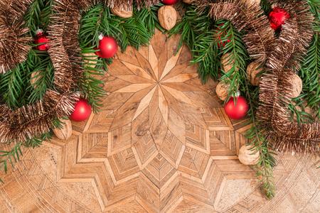 marqueteria: Decoración de Navidad en la mesa de antigüedades Foto de archivo