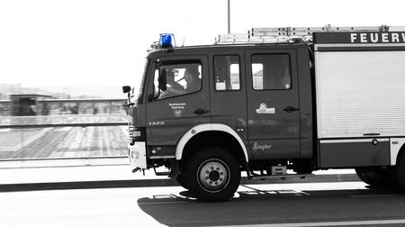 Regensburg, Bavaria, Germany, May 17, 2017, Voluntary fire brigade of Regensburg with flashing blue light 新聞圖片
