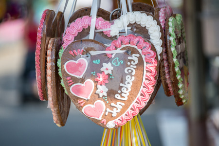 Gingerbread heart at a folk festival with english words - i love you, Germany Imagens