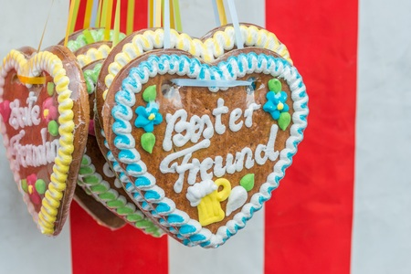 Gingerbread hearts at a folk festival with german words? ? 스톡 콘텐츠
