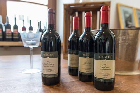 Regensburg, Bayern, Deutschland, 27. April 2019, Die Weinsorten Dreiklang und Ruby des Weinguts Weingut Seckler, Deutschland