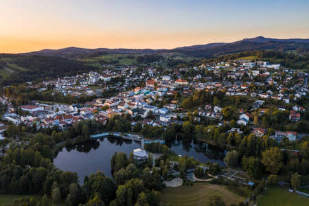 Picture of an aerial view with a drone of the city of Grafenau in the Bavarian Forest with spa gardens and open air pool, Germany 免版税图像 - 158666947