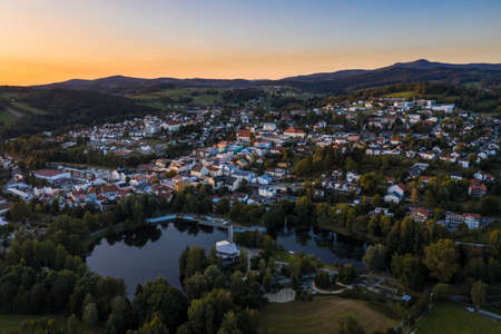 Picture of an aerial view with a drone of the city of Grafenau in the Bavarian Forest with spa gardens and open air pool, Germany 免版税图像 - 158666974