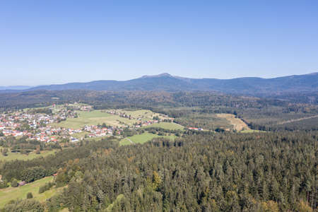 Picture of an aerial view with a drone of the landscape in the Bavarian forest near Grafenau with the mountain of little and big Rachel, Germany 免版税图像 - 158693618