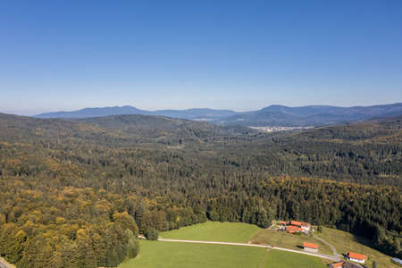 Picture of an aerial view with a drone of the landscape in the Bavarian forest near Grafenau with the mountain of little and big Rachel, Germany 免版税图像 - 158693724