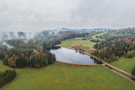 Image of an aerial view of the landscape in the Bavarian forest and the reservoir at Großarmschlag near Grafenau, Germany 免版税图像 - 159386963