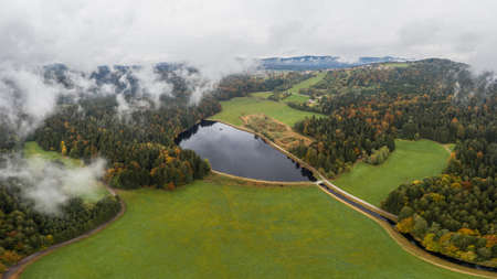 Image of an aerial view of the landscape in the Bavarian forest and the reservoir at Großarmschlag near Grafenau, Germany 免版税图像 - 159386975