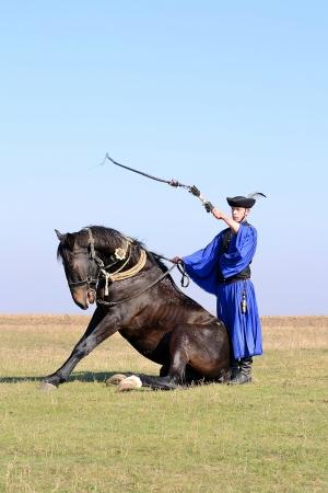 horseman: Cavaliere esibendosi in pianura famosa d'Ungheria. Editoriali