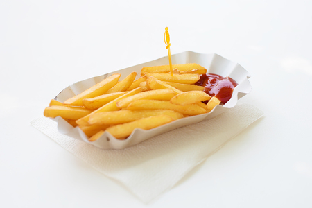 Fresh french fries in paper plate on white background Imagens