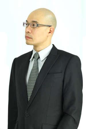 director de escuela: Oriental de negocios con gafas