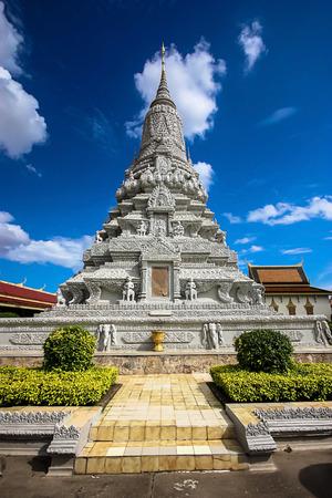 phen: Silver Pagoda