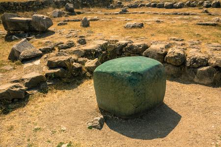 serf: Greenstone cube in Hattusa, ancient Hittite capital, gift from pharaoh Ramesse II, Turkey
