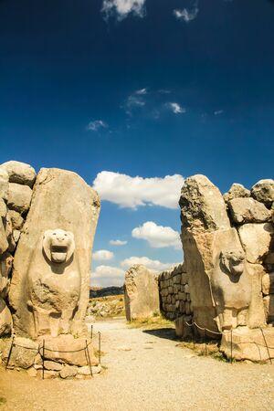 siervo: Ruins of ancient city Hattusha: the Hittite Capital, Lions Gate, Turkey Foto de archivo