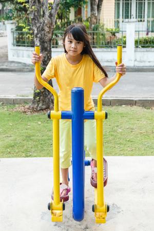 eliptica: chica de Tailandia que se resuelve con el�ptico.